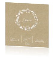 Trendy Save the Date kaart met typografie op kraft