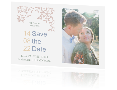 Trendy Save the Date met blaadjes in pastel tinten